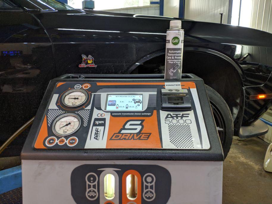 Dodge chellenger porównanie nowego i starego oleju