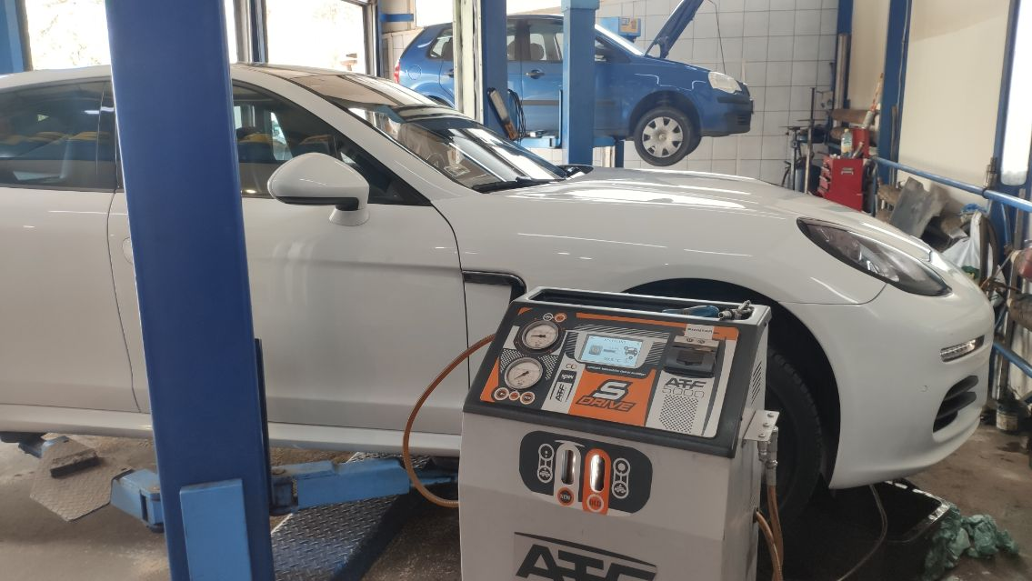 Porsche Panamera olej przed wymianą dynamiczną